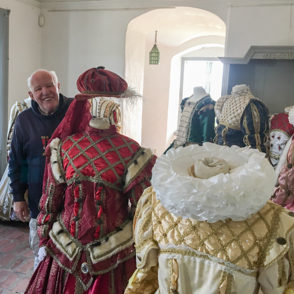 Bengt Owald is the costume artist who wants to interest children in Skåne's history. The association 'Kong Christians Hov' (King Christian's Court) has made guest appearances and performances at a variety of historical sites and events in Skåne and Denmark.