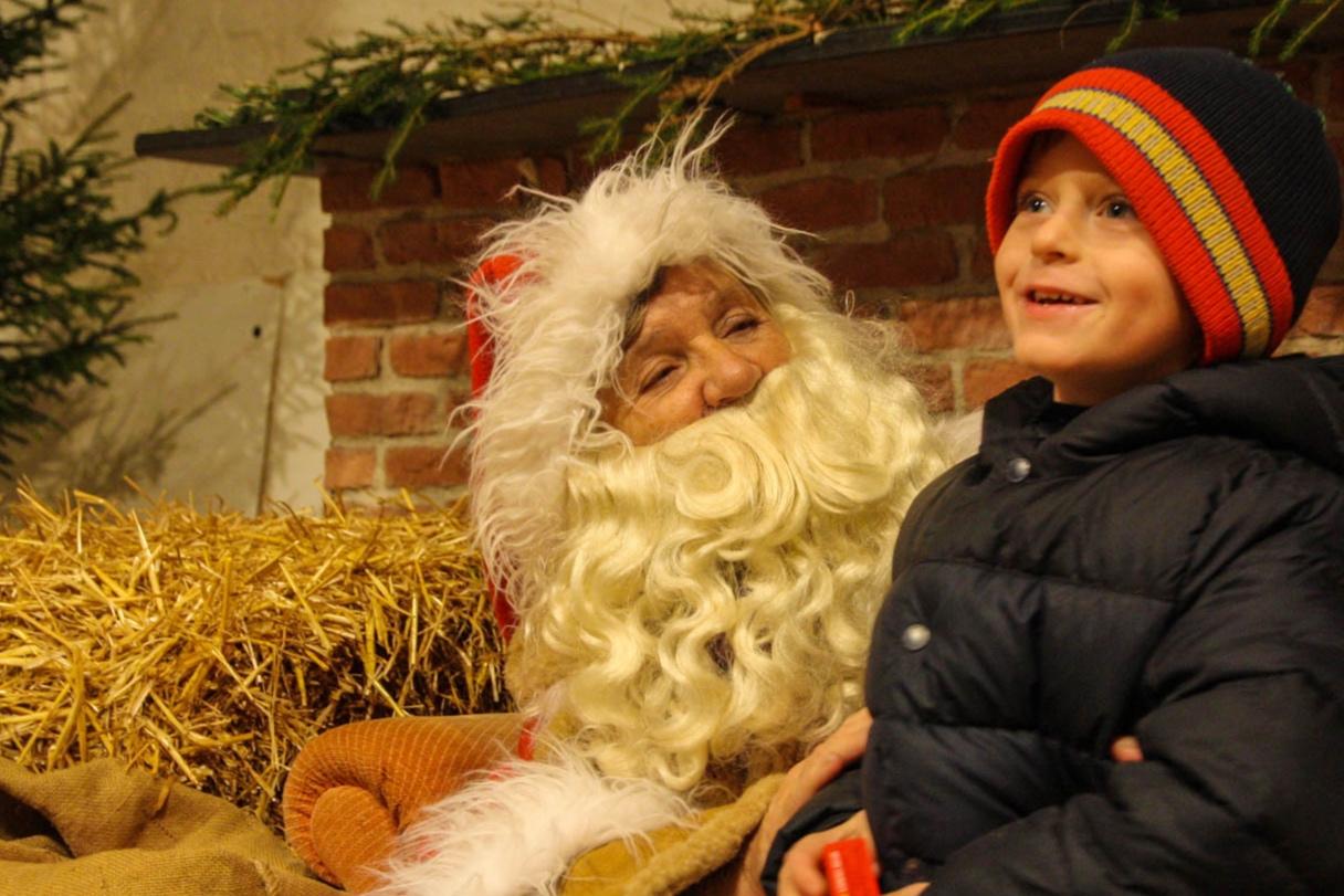 jultomte-julmarknad-bosjokloster.jpg