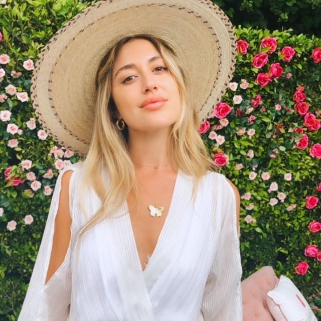 Looking at Friday like....⠀⠀⠀⠀⠀⠀⠀⠀⠀ ⠀⠀⠀⠀⠀⠀⠀⠀⠀ ⠀⠀⠀⠀⠀⠀⠀⠀⠀ @hannamontazami in our White Lurex Maxi Dress.⠀⠀⠀⠀⠀⠀⠀⠀⠀⠀⠀ ⠀⠀⠀⠀⠀⠀⠀⠀⠀ ⠀⠀⠀⠀⠀⠀⠀⠀⠀ #alaplage #inspiration #aesthetic #wanderlust #influencer #blogger #influencerstyle #summer #spring #styleguide #stylediaries #photography #colorstory #thatsdarling #ootd #isntagood #curated #yesplease #paradise #goldenhour #livingeasy #passionport #chasinglight #flashesofdelight #doyoutravel #summer #spring #styleinspo #paradisefound #liveauthentic