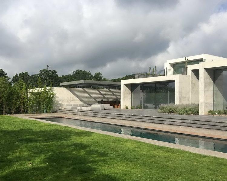 DuBois Austin modern glass concrete house 01 exterior w pool.jpg
