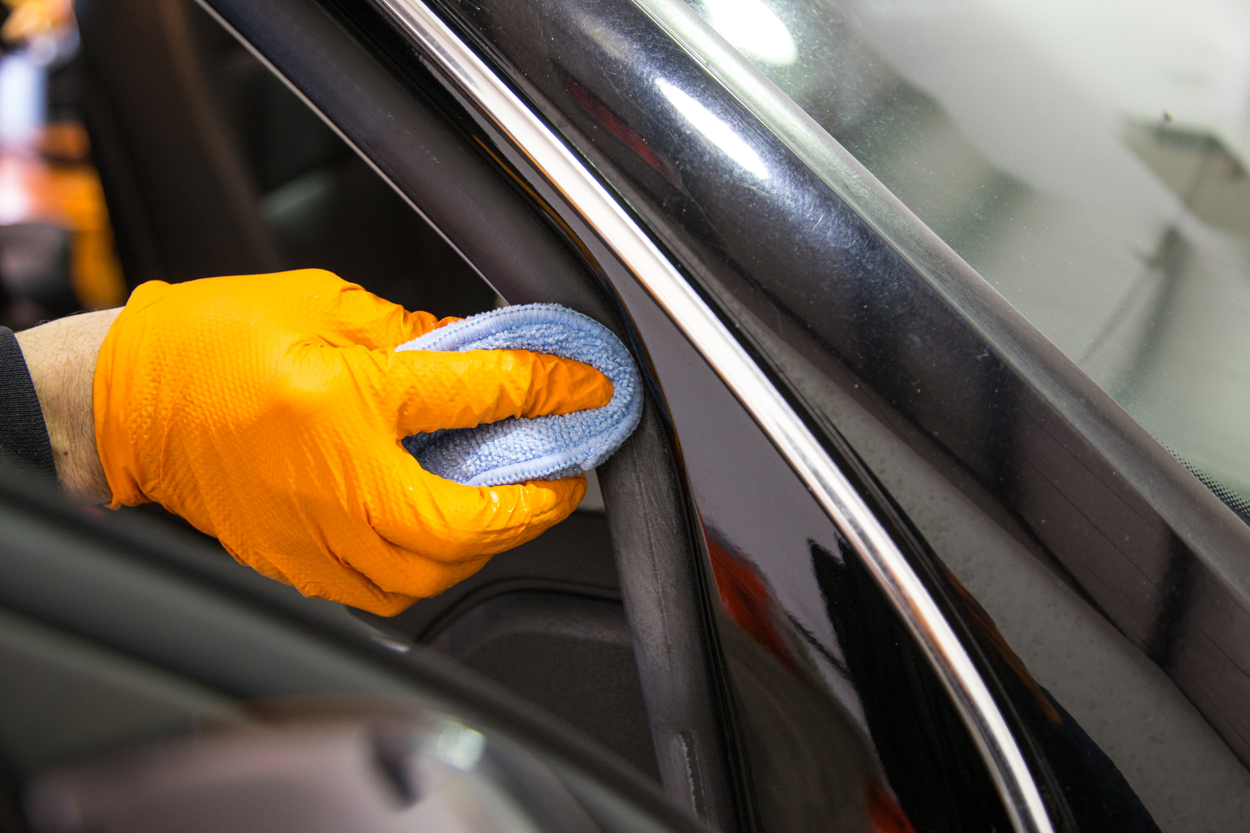 Detail Service by Hand