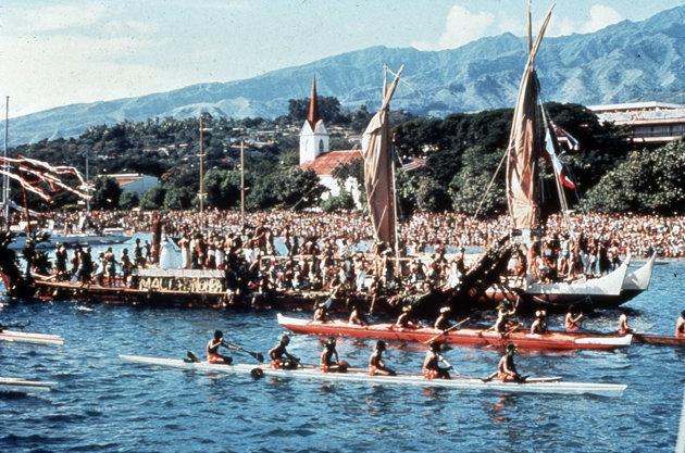 Hōkūleʻa's  celebratory landing in Tahiti in 1976.   POLYNESIAN VOYAGING SOCIETY