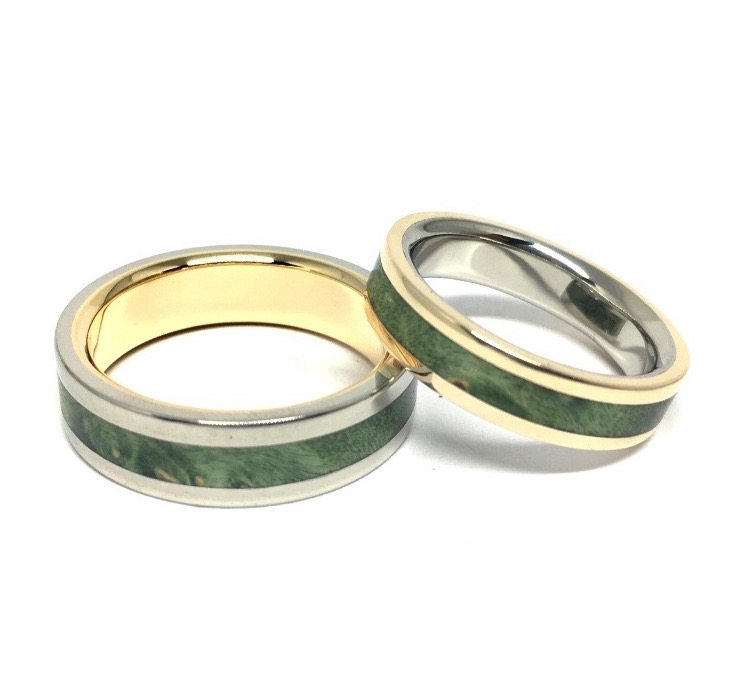 Reversed  yellow and white gold rings with green maple wood