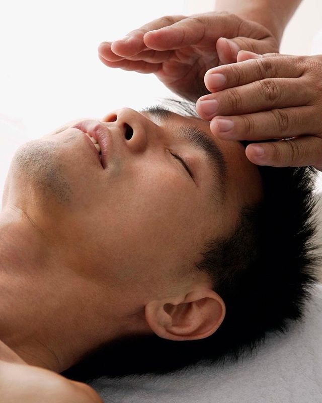 Are you familiar with Reiki? The Japanese healing technique promotes healing through energy. A Reiki practitioner uses their hands 🤲 on or just above the body to relieve all sorts of symptoms and ailments ranging from headaches 💆♂️💆♀️ to stress and body pain.⠀ ⠀⠀⠀⠀⠀⠀⠀⠀⠀⠀ Reiki is based on the idea that an unseen life force energy flows through us and is what causes us to be alive. If one's life force energy is low 📉, then we are more likely to get sick or feel stress, and if it is high 📈, we are more capable of being happy and healthy. ⠀ ⠀ If you are interested in connecting with the best Reiki providers in your area or to learn more about this practice, sign up for early access to Kenshō at the link in our bio!