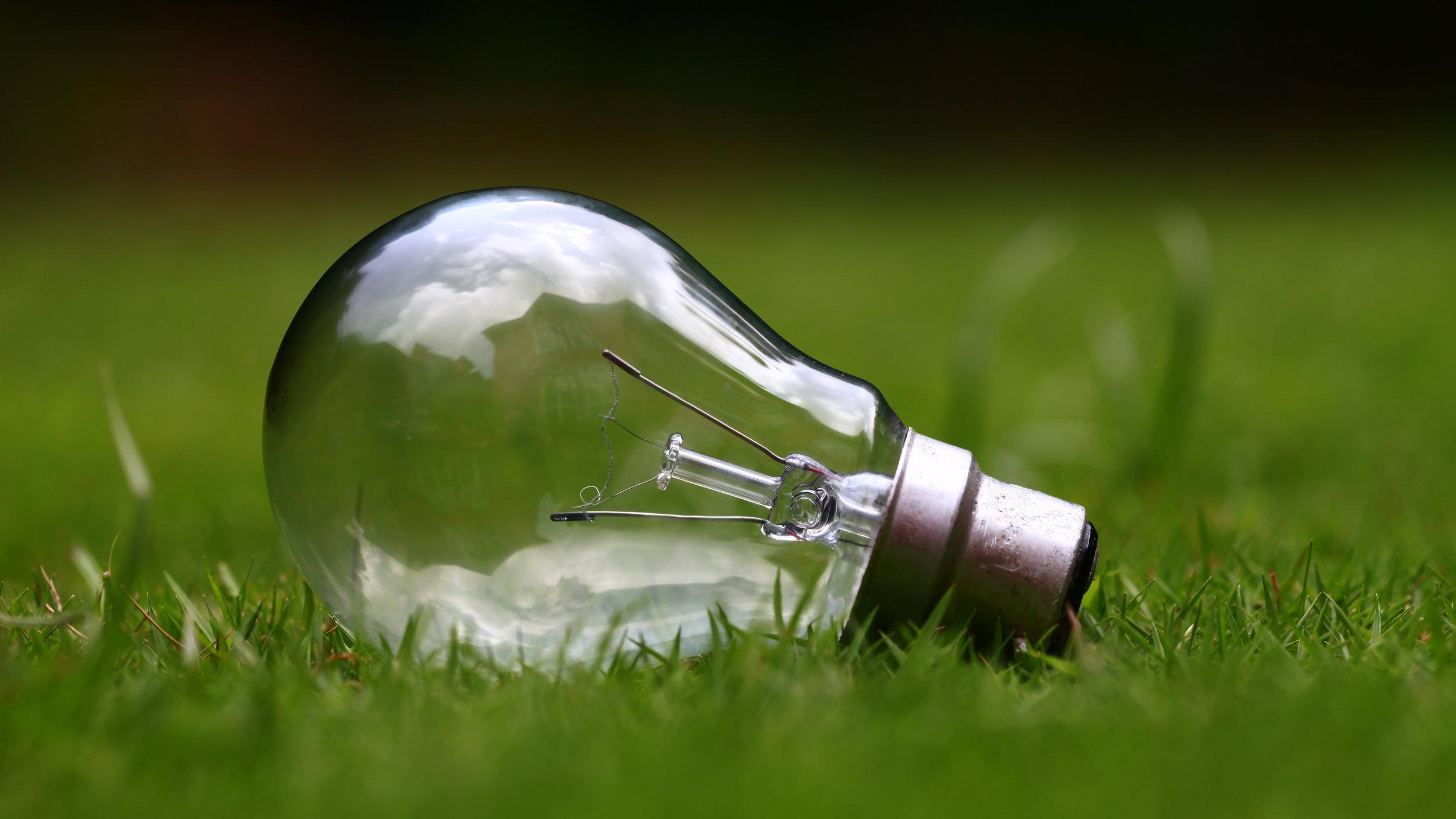 Energiaremontti - Keskitymme energiaremonttien toteutuksissa ensisijaisesti tehokkaimpiin keinoihin, joilla pientalo- tai rivitaloasukas voi säästää asumisen kustannuksissa ja pienentää hiilijalanjälkeään.