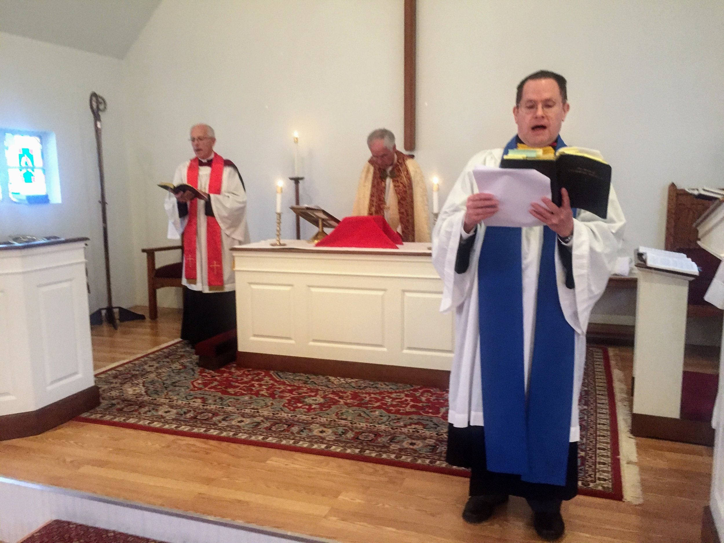 Lay Reader Clemmitt Sigler leading the congregation in the Psalm