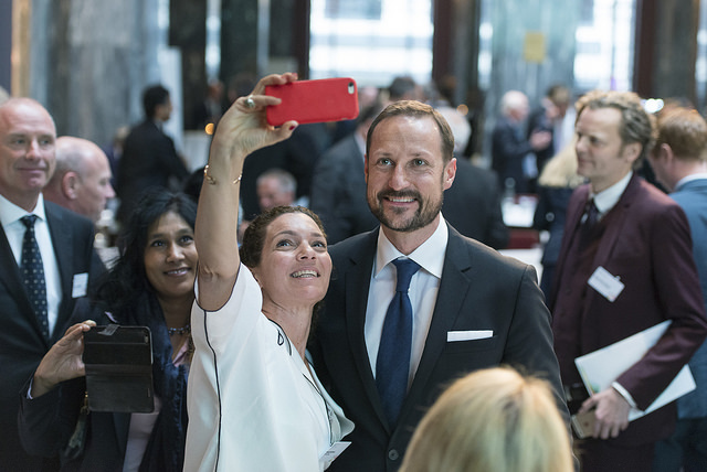 2016 Honouree, Sarah Beydoun, with HRH Crown Prince Haakon of Norway during the 2016 Summit