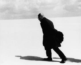 Jean-Paul Sartre in Nida._1965.jpg