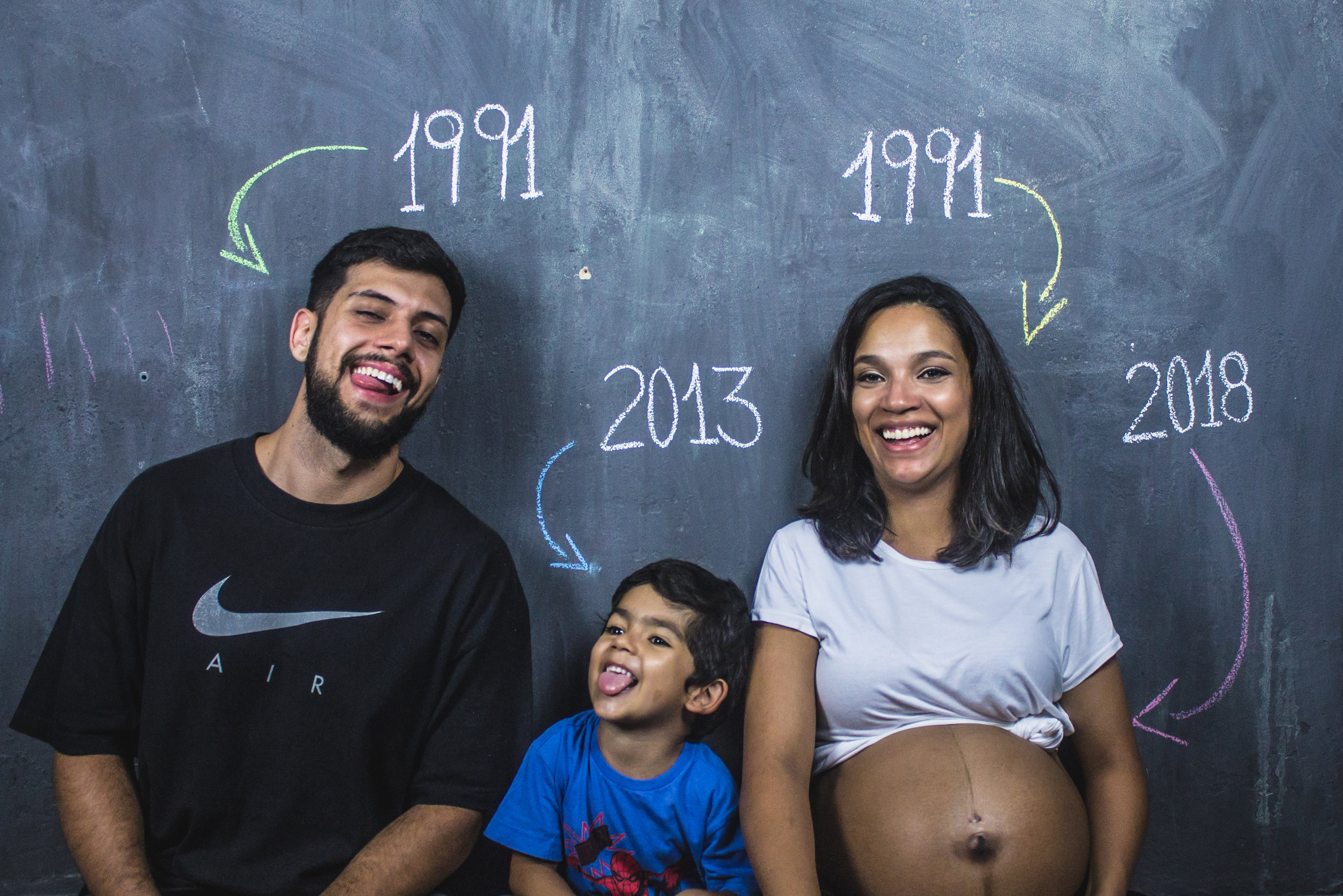 Taking pregnancy photos with older siblings