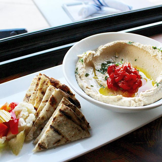 Israeli style #hummus. Simple and perfect. Lots o tahini, giardiniera, house za'atar flatbread, roasted red peppers, evoo. . . . . #healthy #vegetarian #healthyfood #vegan #pickles #keepitsimple #simplefood #restaurant #neighborhoodrestaurant @queenvillagephl @queenvillagephila @phillyaidsthrift @cactus_collective @fabriqspa @helloyowie @zakti_fitness #bar #phillybar