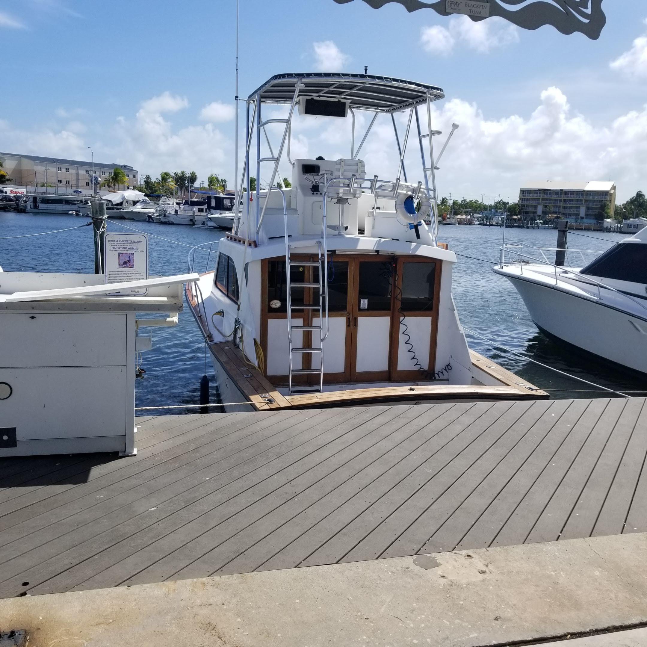 screaming lines fishing charter key west boat stern dock.jpg