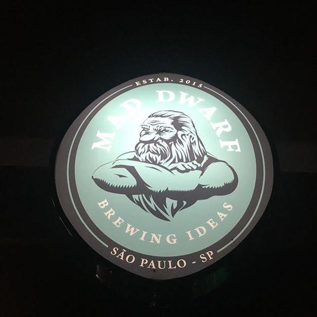 Mad Dwarf inaugurou sua quinta filial, dessa vez em São Paulo! Temos muito orgulho de ter ajudado na criação dessa que hoje é uma das maiores franquias de pubs país. #maddwarfbrewpub #brewpub #design www.oitosete.com