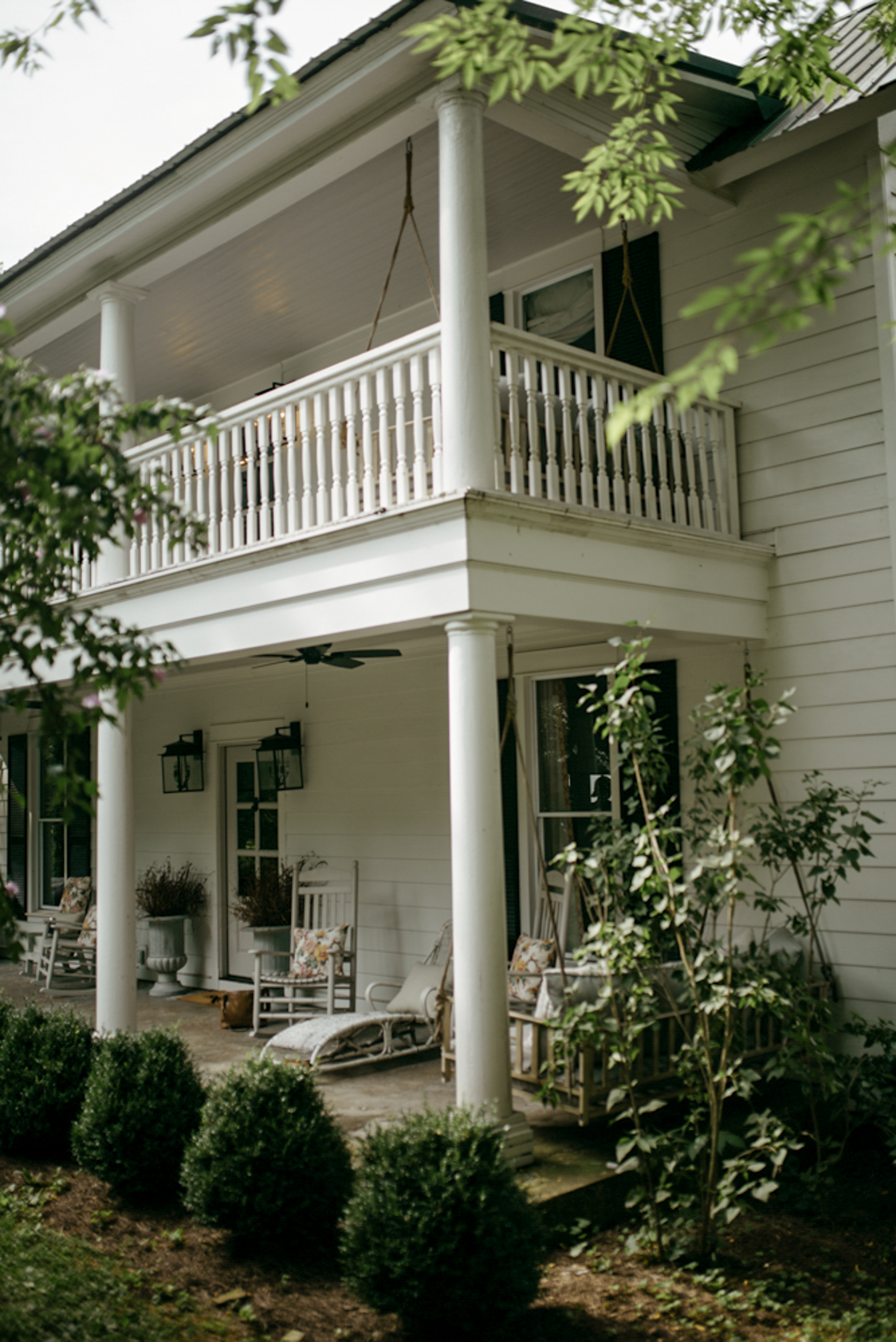 214-mayker-creative-crawfish-boil-summer-party-ideas-rentals-nashville-design-tips-hosting-entertaining-Fox-Country-Farmhouse-Fourth-of-July.jpg