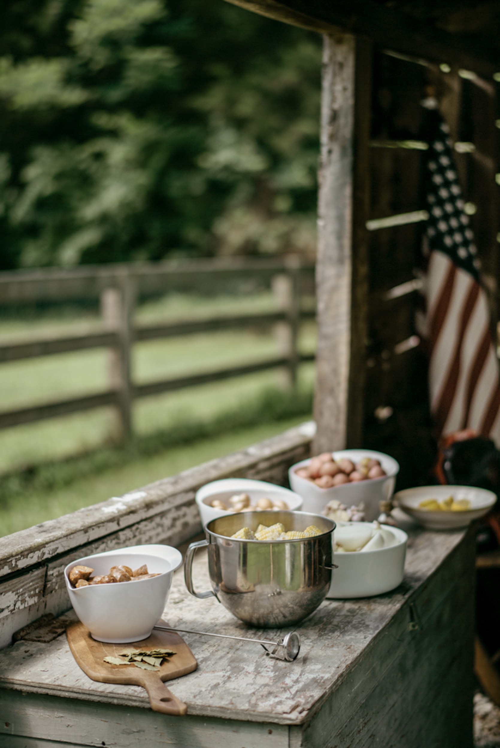117-mayker-creative-crawfish-boil-summer-party-ideas-rentals-nashville-design-tips-hosting-entertaining-Fox-Country-Farmhouse-Fourth-of-July.jpg