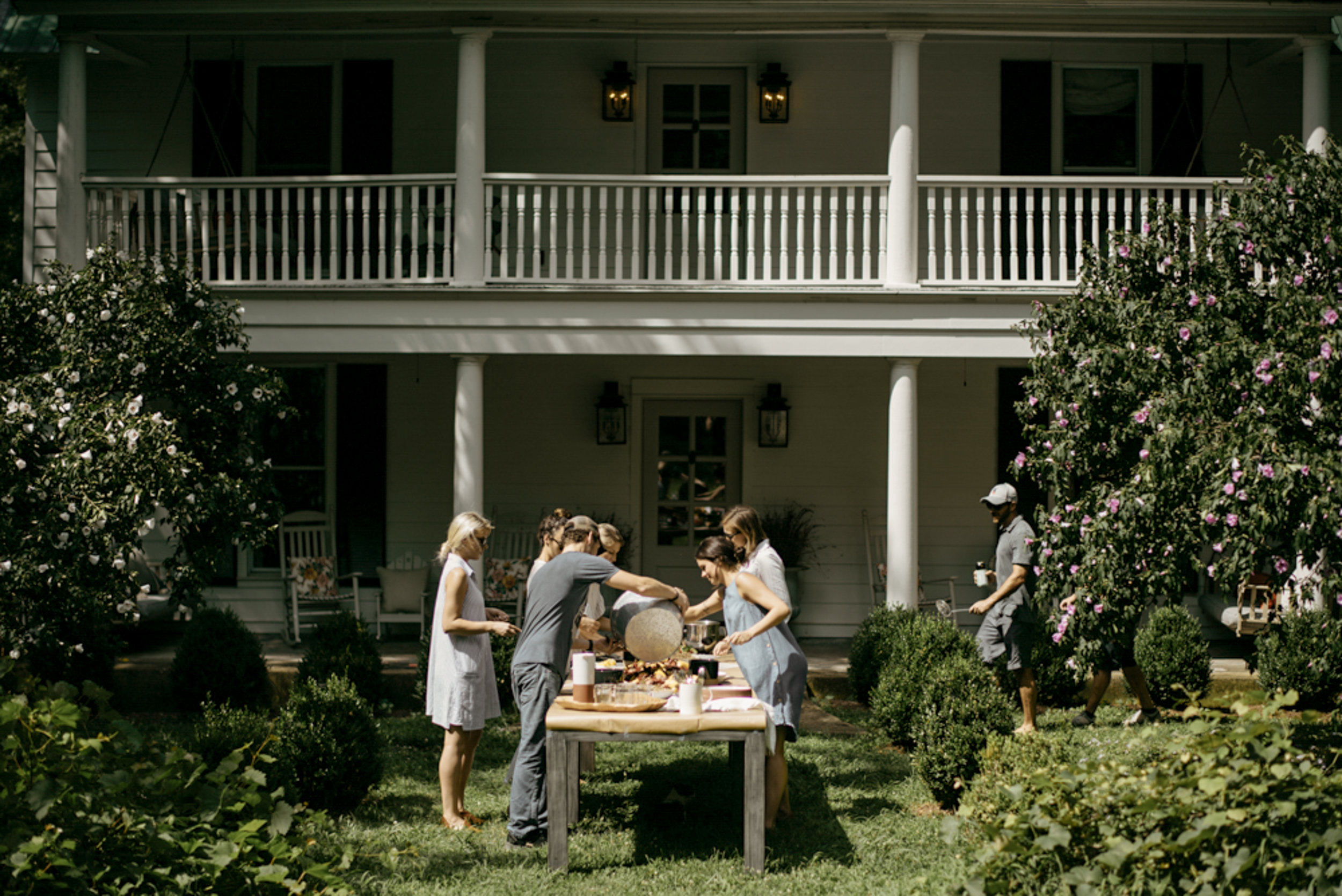 166-mayker-creative-crawfish-boil-summer-party-ideas-rentals-nashville-design-tips-hosting-entertaining-Fox-Country-Farmhouse-Fourth-of-July.jpg