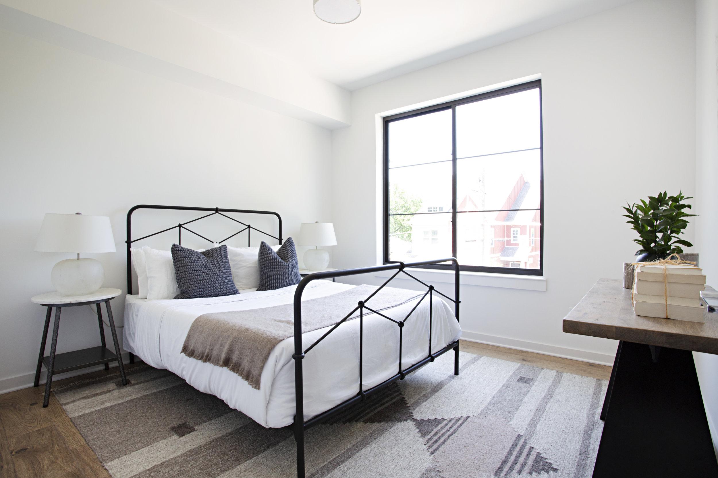 36-mayker-creative-interiors-1404-pillow.jpg