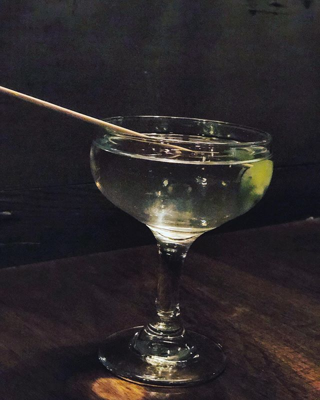 🍸🍸Have you had the frozen gin martini ft Freeland @trifectapdx ?! Def go try it, it's one of our staff favorites!! And the presentation is to die for 😍