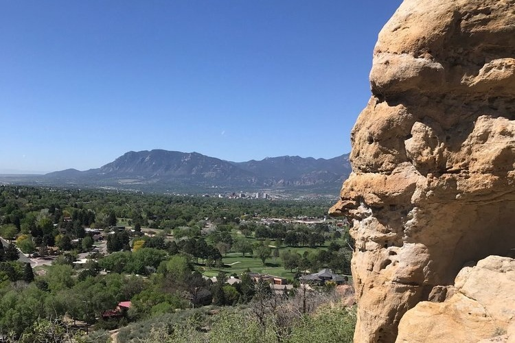 Yucca Loop - Yucca Loop Trail is the perfect starter hike for families and dog lovers!