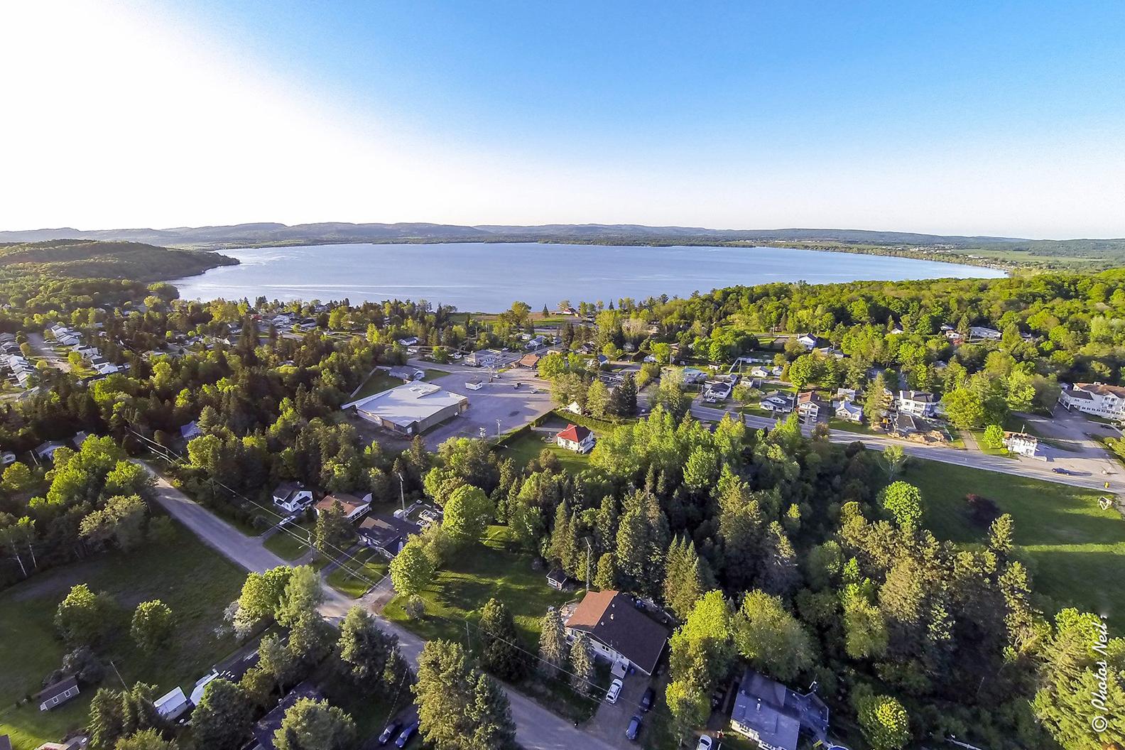 Lac Maskinongé - Superficie : 10 km2 Circonférence : 20 km