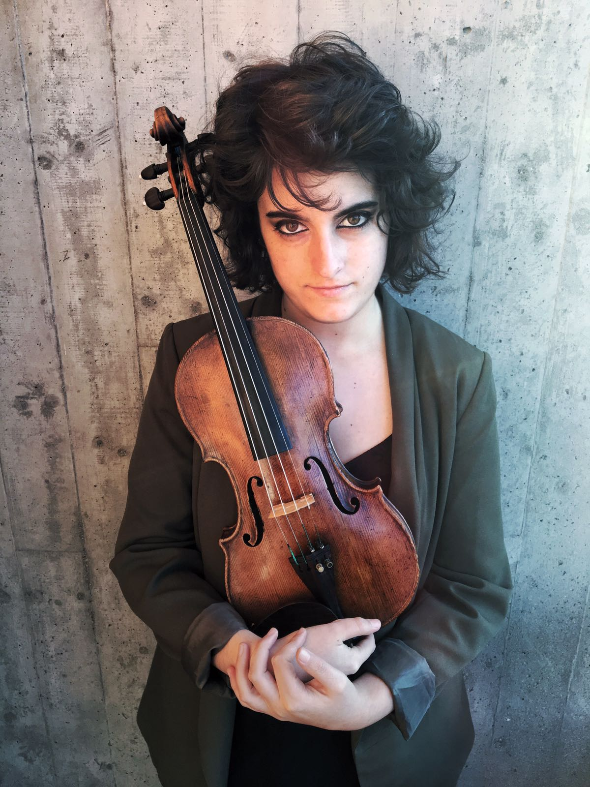 Celia Bueno, violin