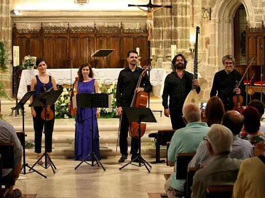 Hoy hace un año de nuestra actuación en el Festival de @villanuevadelosinfantes 🎶 Guardamos un precioso recuerdo del lugar y de sus gentes 💙 #tb #ensemblepraeteritum #villanuevadelosinfantes #concert #music #baroque #musicosespañoles