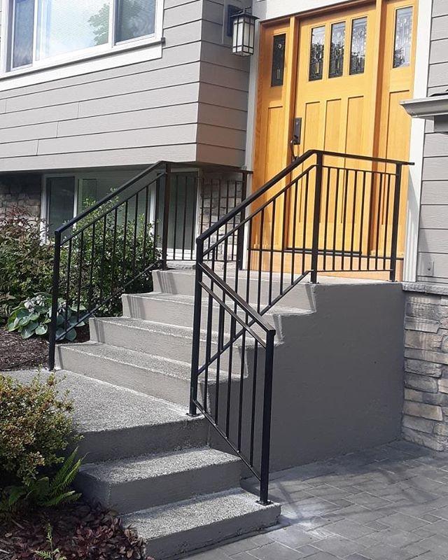 Exterior double top - basic vertical rails.