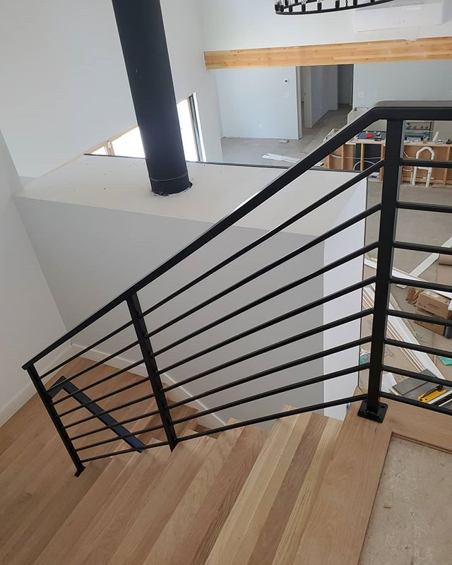 Interior basic horizontal guardrails.
