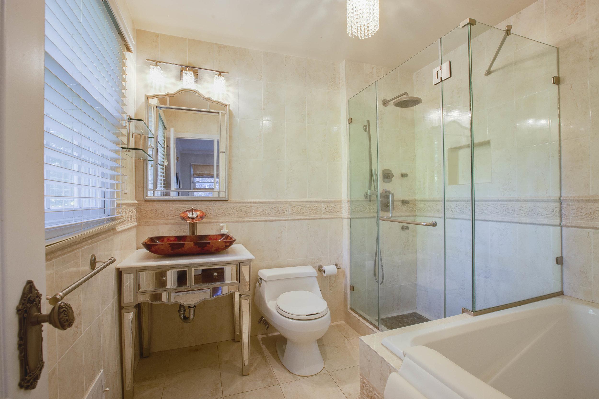 012_Bathroom .jpg