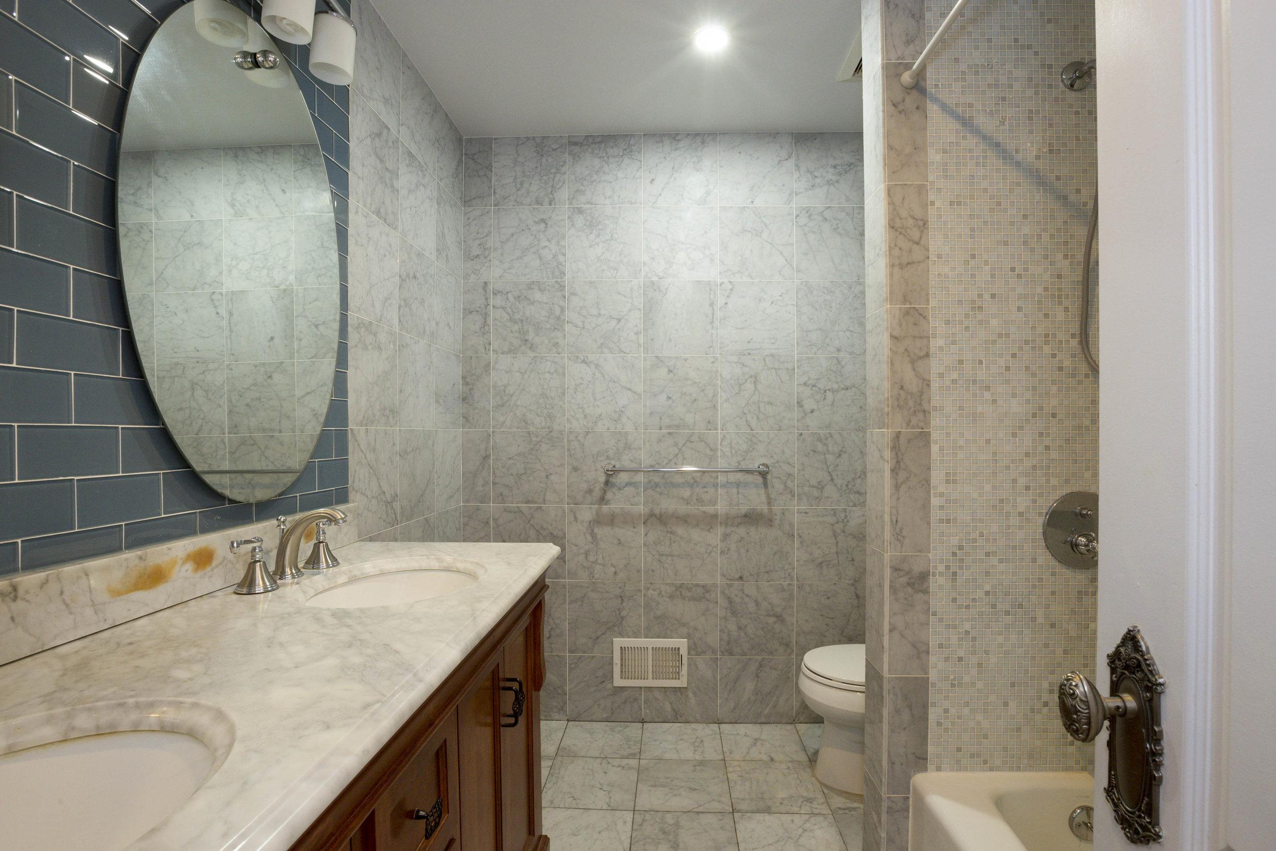 018_Bathroom .jpg