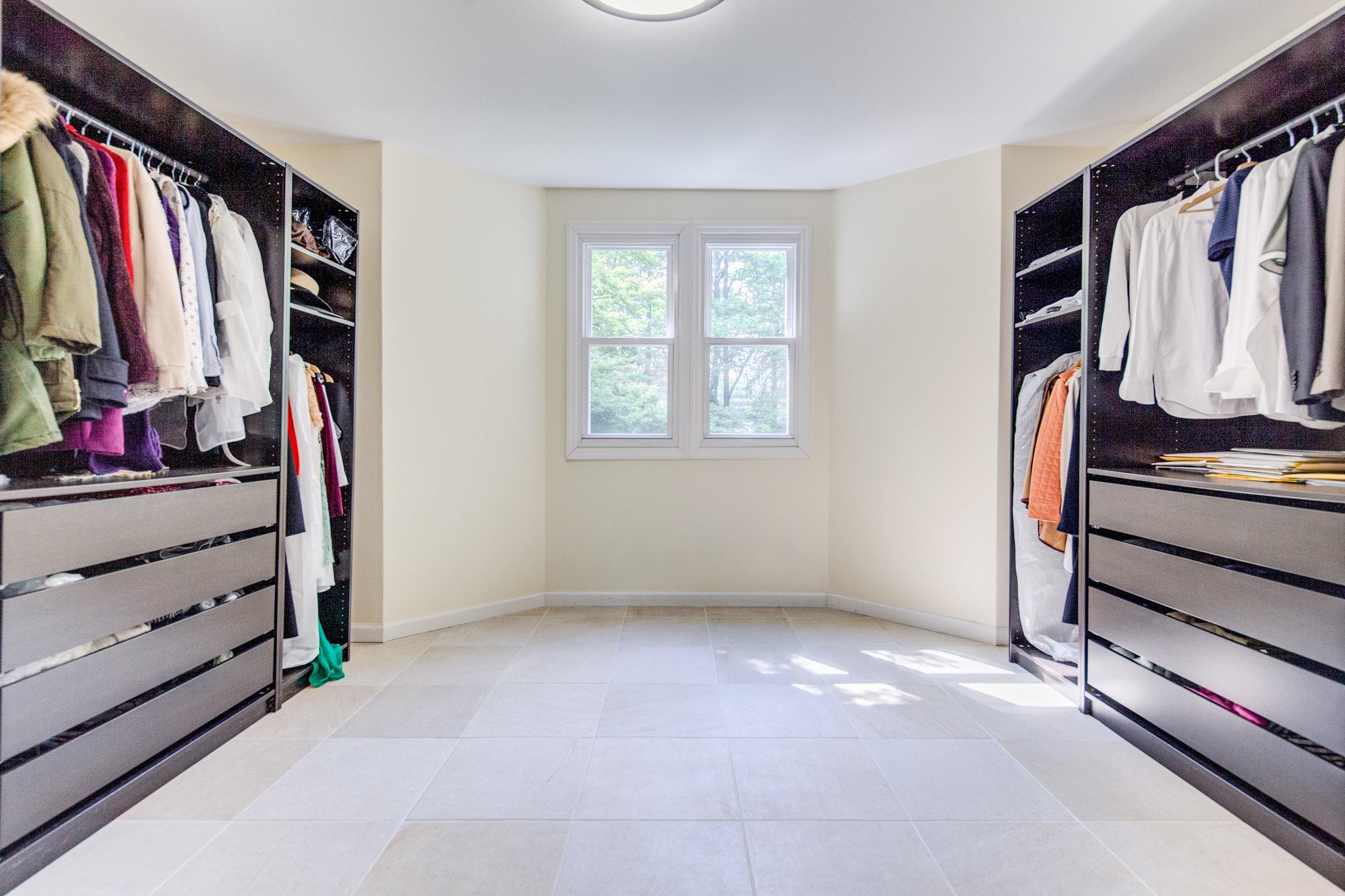 10. walk in closet.jpg