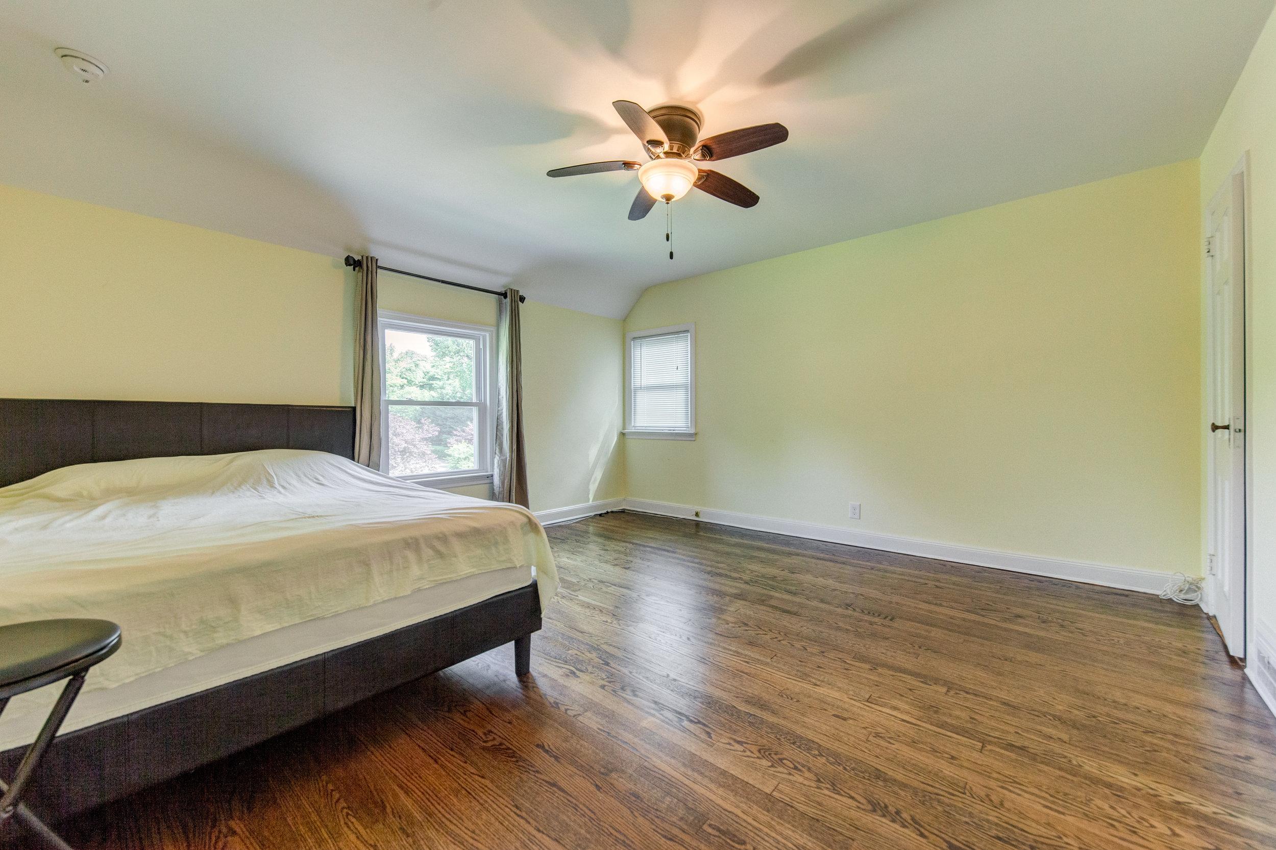 13. bedroom.jpg