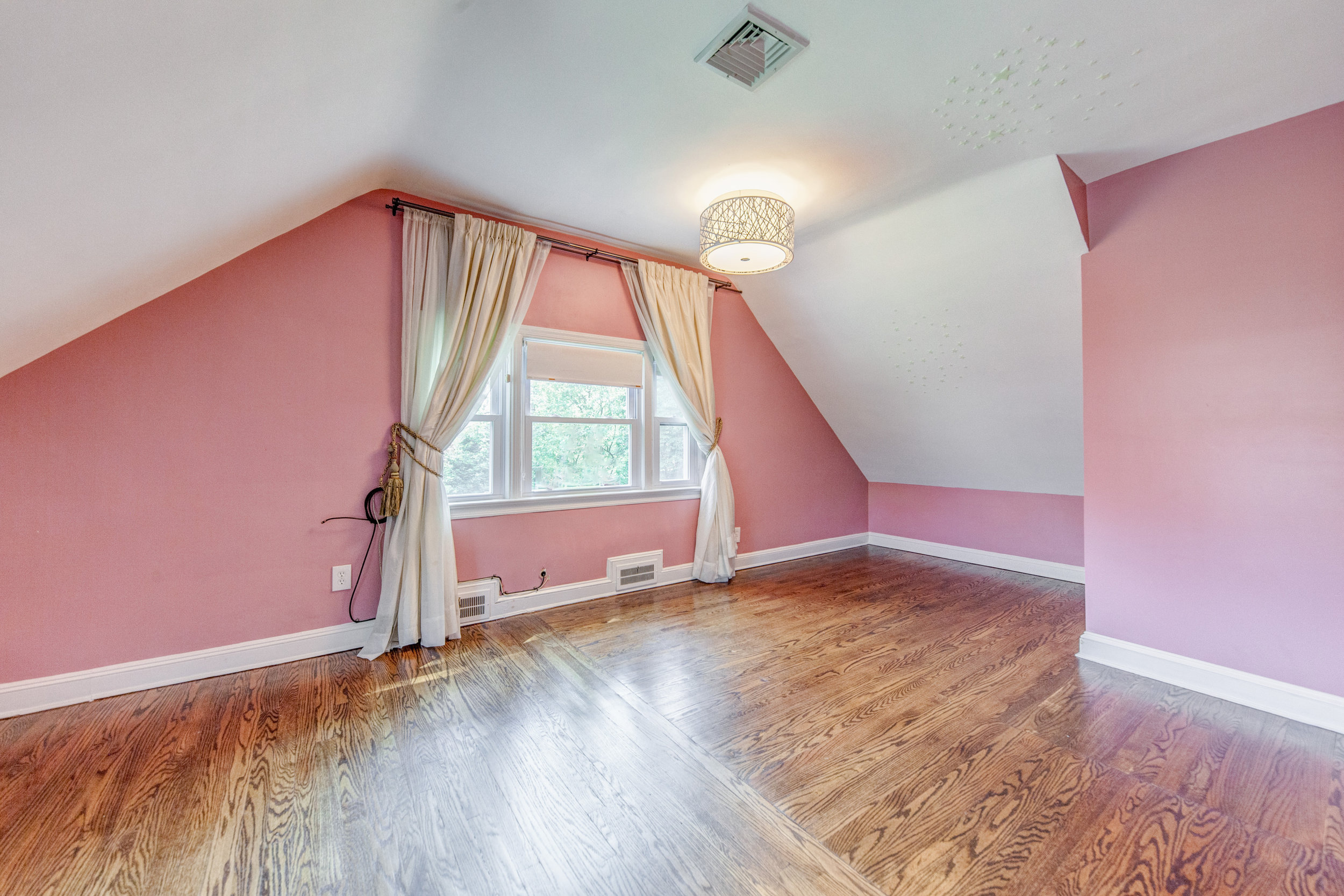 14. bedroom.jpg