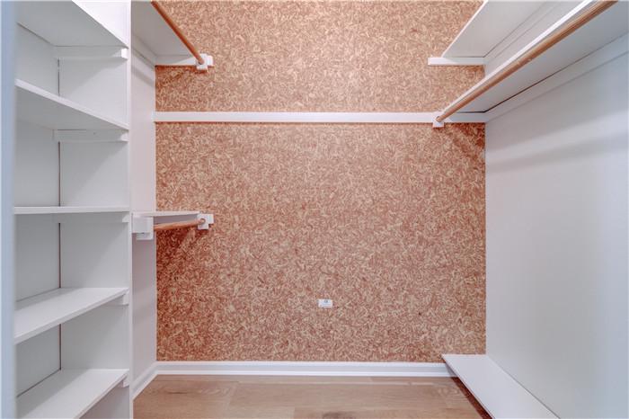 x13_5.closet2.jpg
