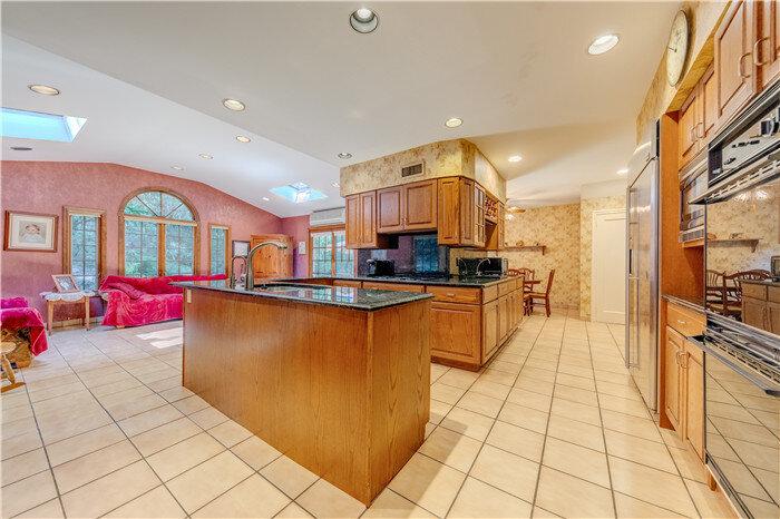 12.Kitchen.jpg