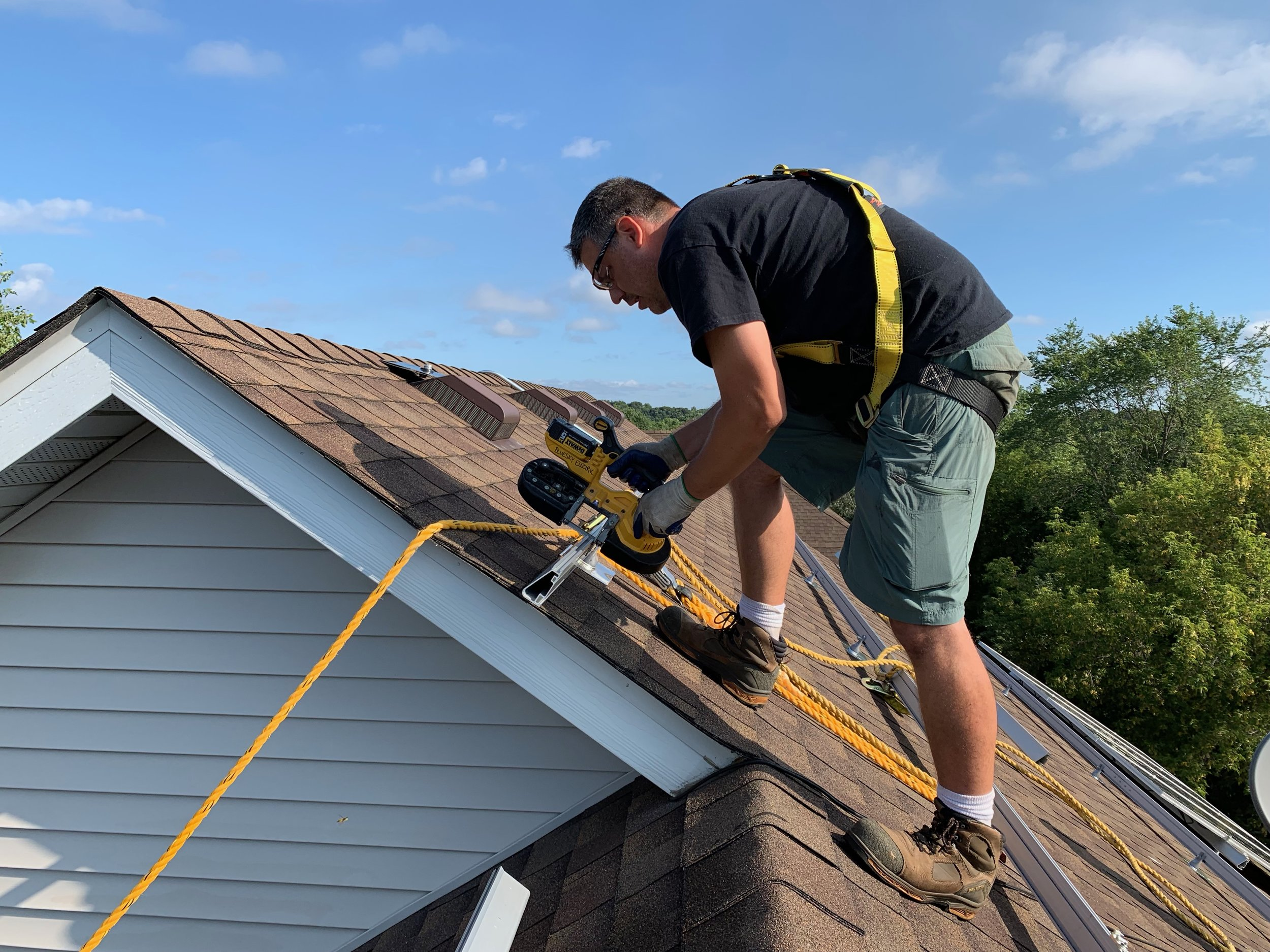 Experience Matters - Don't settle for unexperienced installers when you can count on Litty Solar's team of expert Solar Specialists.
