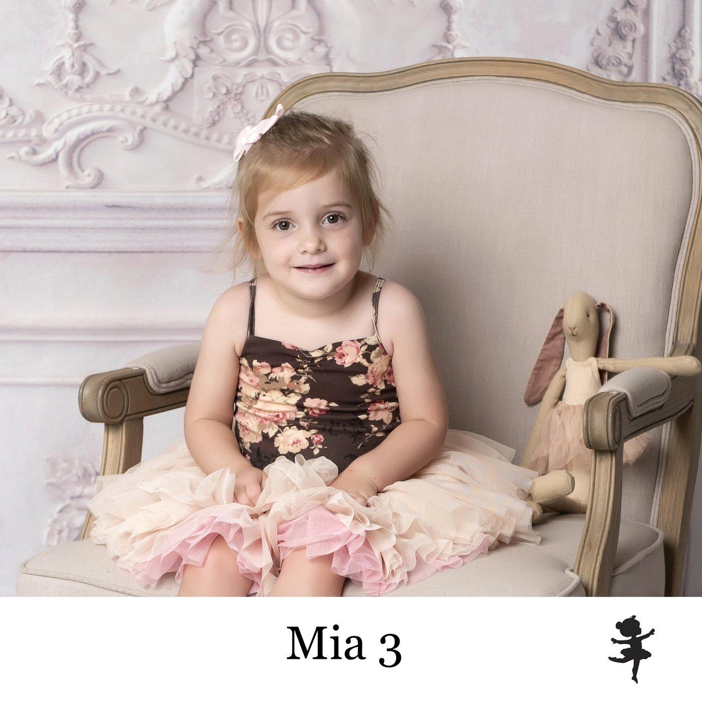 LB2519- Mia 3.jpg