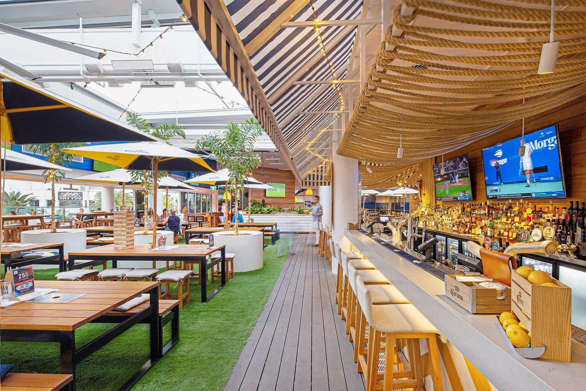 Surfers-Paradise-Beer-Garden-Pub-Architecture-2.jpg