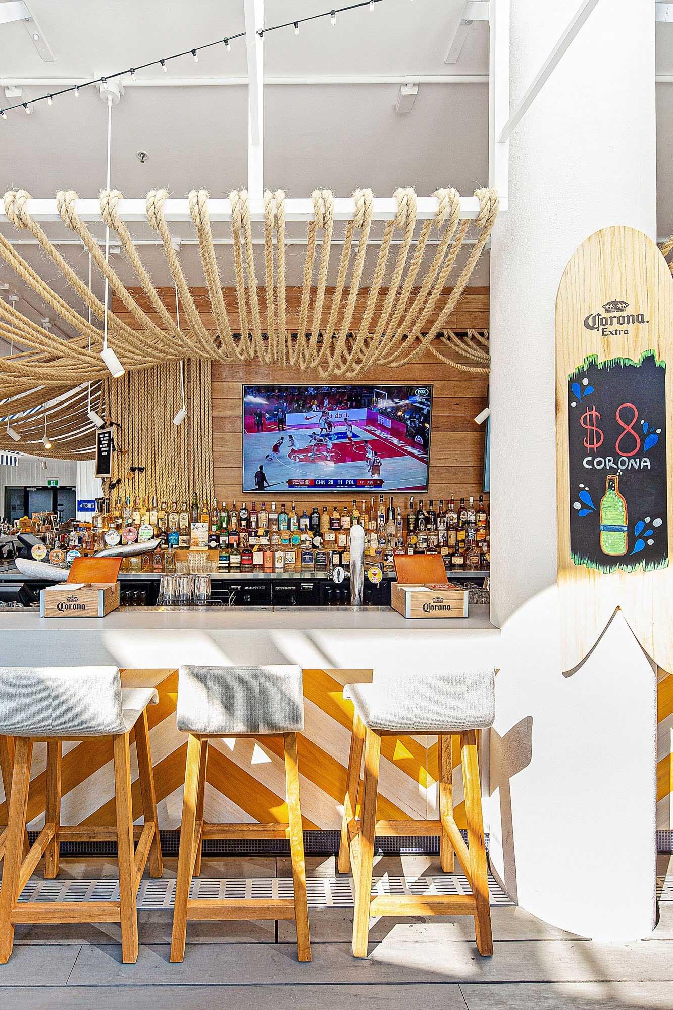 Surfers-Paradise-Beer-Garden-Pub-Architecture-4.jpg