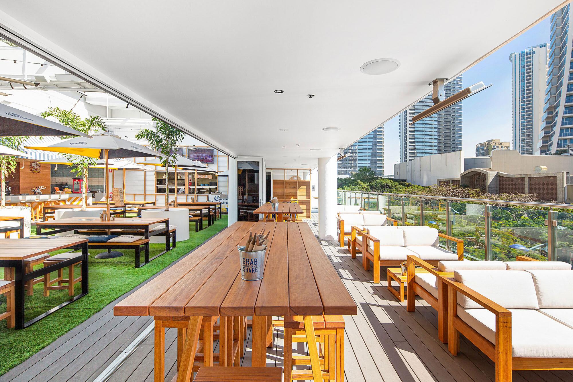 Surfers-Paradise-Beer-Garden-Pub-Architecture-3.jpg