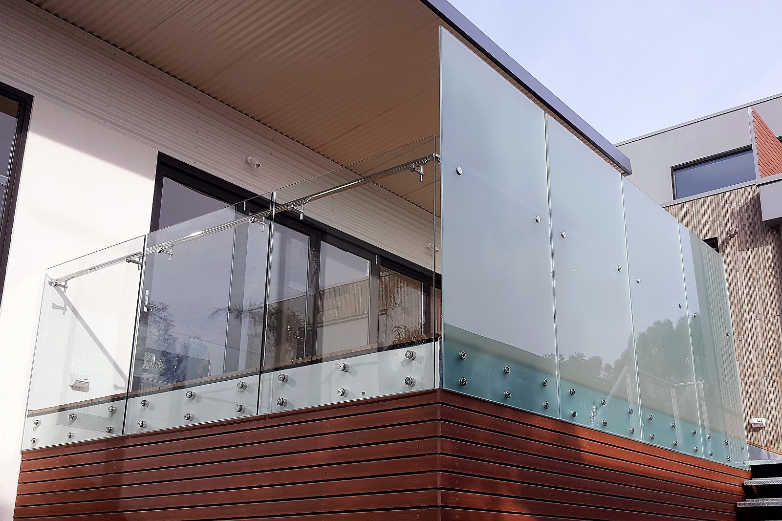 Frameless GA series glass balustrade - Kew 2.jpg