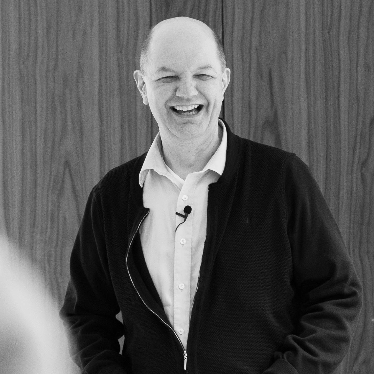 Knut Osland - Knut Osland leder DNA International og har skrevet boka Him'len hit!