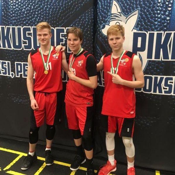- U16 ikäiset pelaajat Joona Salminen, Iivari Järvinen ja Lassi Salden ovat päässeet haastamaan itseään vanhemman ikäluokan peleissä tärkeänä osana joukkuetta.