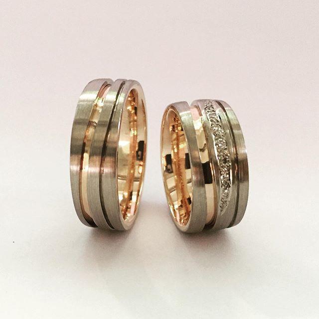Trauringe in Rotgold und Weißgold #jewelery #tradation #accesories #style #crystals #instajewelery #jewelerygram #necklace #bracelet #ring #gold #handmadejewellery #handmade #IGjewelery #design #antiquity #pendolumclock #longcaseclock #jeweleryforsale #watchfam #watches #halsschließen #jagdschmuck #trauringe #trachtenschmuck #austrianblogger #goldsmith #kropfkette #trophy #favorite