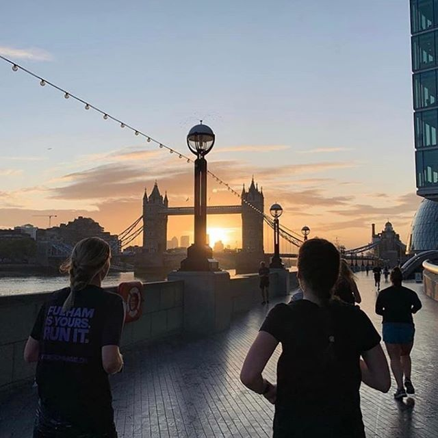 One of the best bits about autumn, discovering the sunrise on our Fridays mornings again. 📸 @cierakennedy  #wmnrun #wmnrunfridays #london