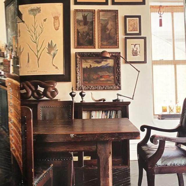 Jeg oppdaget at det er flere år siden jeg har bladd gjennom interiørbøkene mine! De blir fort glemt i mengden av inspirasjon via instagram og pinterest 😌 Deler noen av mine nyoppdagede favoritter her 🤗  1. Noho Loft av Robin Standefer og Stephen Alesch. @roman_and_williams_  2. Ace Hotel av Atelier ace. @acehotel  3. Cafe Wa S av Jason Volenec. RKIT design.  #darknostalgia#restaurantinspiration#interiørinspirasjon#dekorasjon#interiørstyling#interiørdetaljer#interiørinspo#interiørarkitekt