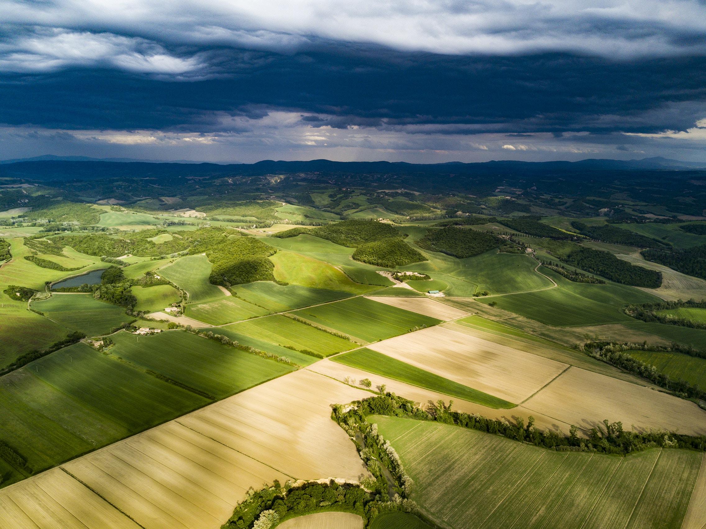 Jedes Feld ist Einzigartig - Jeder Landwirt kennt es: An einer Stelle des Schlags wachsen jedes Jahr viele Pflanzen, an anderer Stelle scheint es einfach nicht zu klappen.Das Wachstumspotenzial auf einem Feld ist nicht gleichmäßig sondern in verschiedene Zonen verteilt. Auf Flächen mit hohem Potenzial wächst mehr Biomasse, auf Flächen mit niedrigem Potenzial weniger Biomasse. Solorrow erkennt diese Zonen und erstellt eine individuelle Feldpotenzialkarte für Ihren Schlag.Basis für die Feldpotenzialkarte bilden Satellitenbilder der letzten 5 Jahre. Diese Langzeit-Feldpotenzialbeobachtung hat den Vorteil, dass die Potenzialkarte unabhängig von der angebauten Fruchtart sowie der aktuellen Wachstumsphase der Pflanzen erstellt werden kann.Sie können Feldkarten in den folgenden Ländern abrufen: Belgien, Bulgarien, Dänemark, Deutschland, Frankreich, Luxemburg, den Niederlanden, Österreich, Polen, der Slowakei, Slowenien, Spanien, Tschechien und dem Vereinigten Königreich.