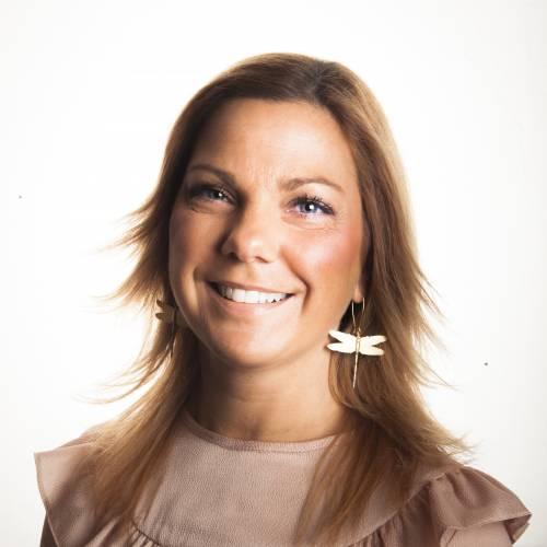 Linda Wahlberg, Diplomerad Psykosyntesterapeut, basutbildad i Integrativ psykoterapi, EFT, IBCT, KBT, ACT. Grundyrke är Tandsköterska.