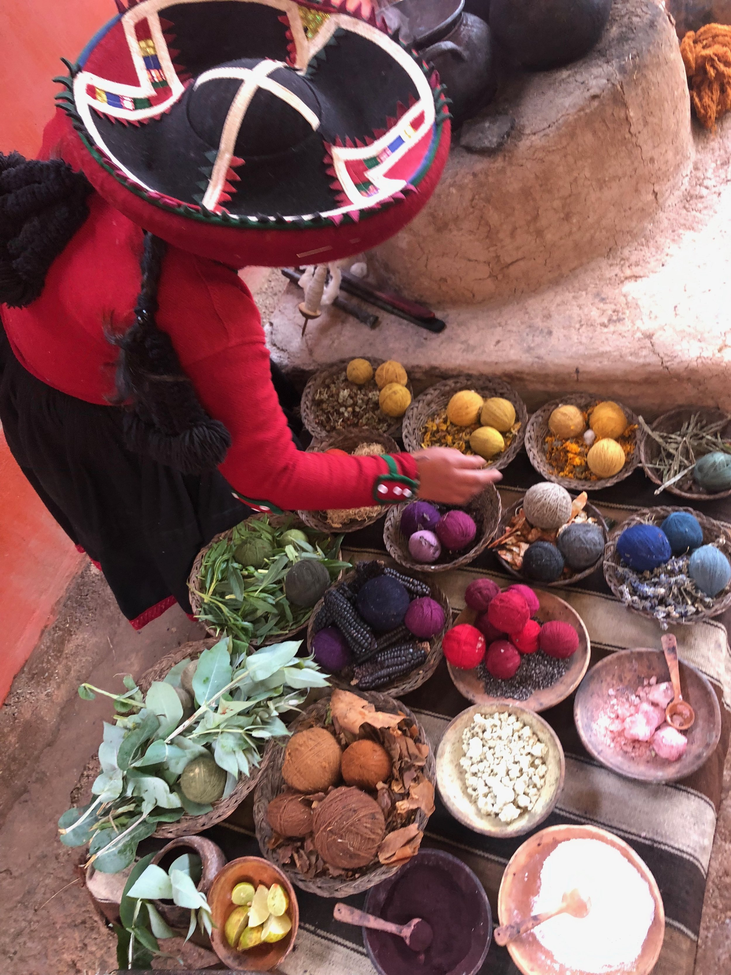 Chinchero-weaving-sacred-valley-textiles-peru-south-america-natural-dying