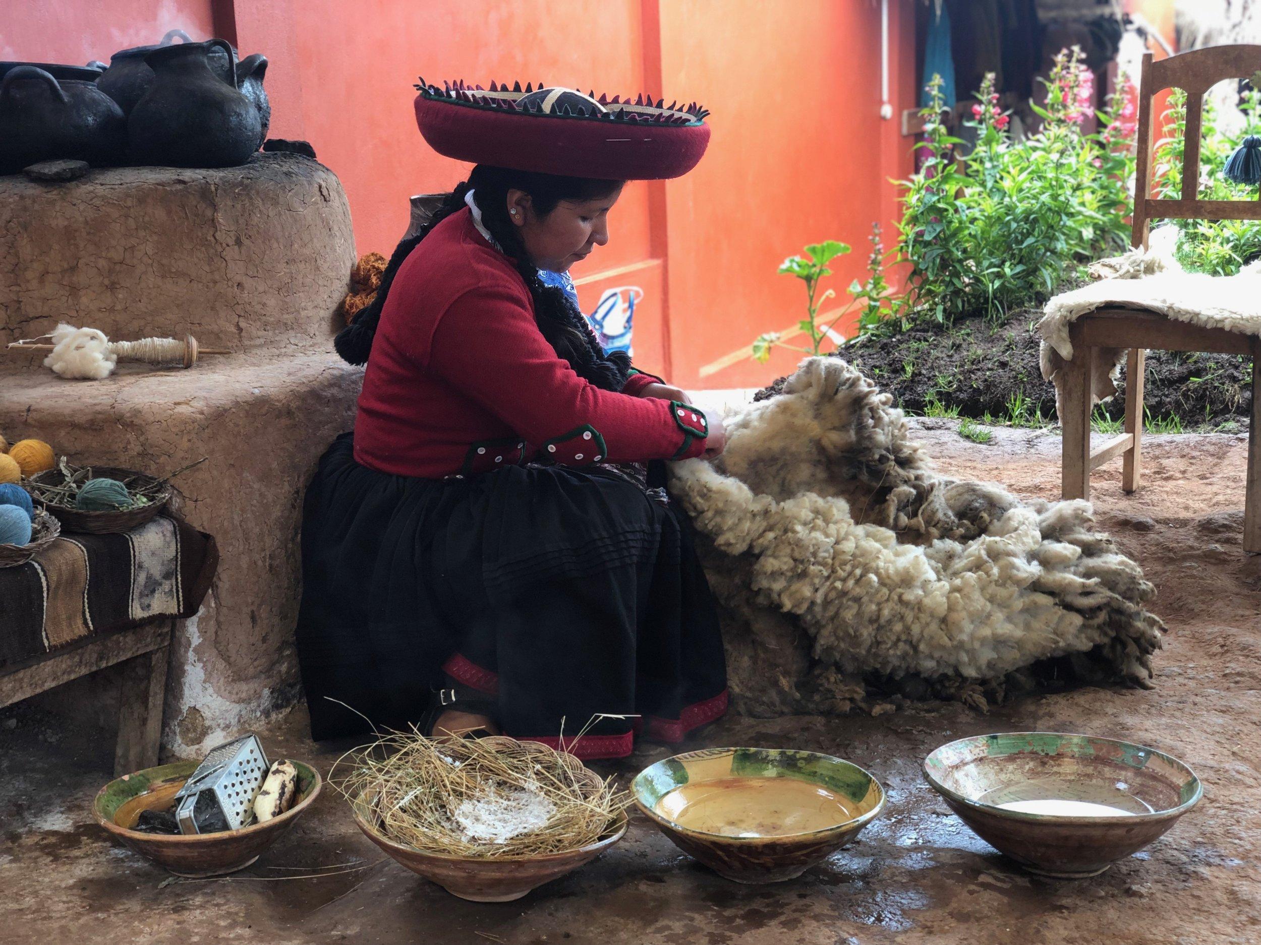Chinchero-weaving-sacred-valley-textiles-peru-south-america