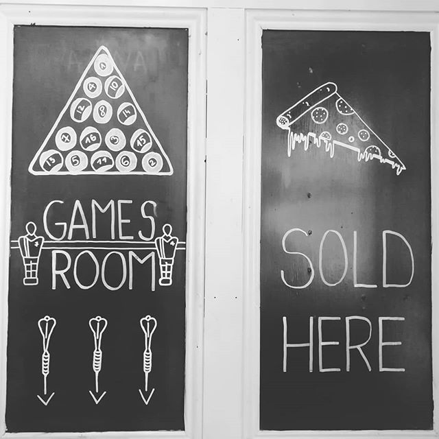 Pizza + pool = the perfect Friday. Our games room is available for casual customer use all day #playwithourballs #wannaplayagame #gameroom #pool #darts #pizzatime #sourdough #pizzaparty #thebellpub